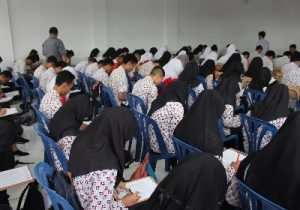 Para siswa/i SMK Telkom Purwokerto sedang menjalani test awal untuk dapat mengikuti program Quadrant's Talent Management pada bulan Maret lalu.